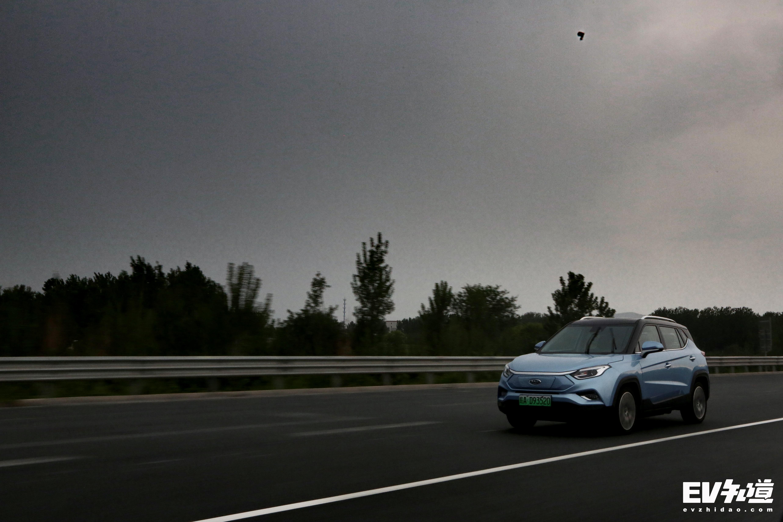 暴雨中的城市脱逃 与江淮iEVS4相约北京十渡