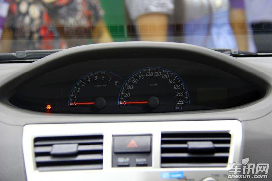 丰田威驰后挡风玻璃除霜电路图
