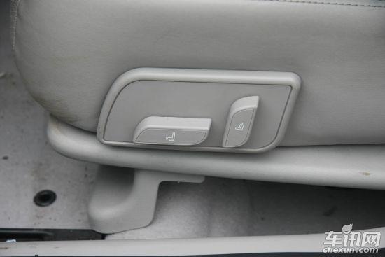 帝豪EC8所换装的自主研发的GeTec发动机有2.0L和2.4L两个排量。吉利方面表示,换装后,EC8在动力、环保,以及驾乘舒适性等方面较老款车型都将显著提升,油耗将有所降低。2.4L发动机的动力输出水平也比此前所使用的三菱4G系列发动机有所提升,最大功率达到119kW(162PS),最大扭矩达210Nm。并且吉利的1.