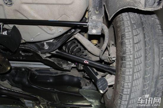 摆臂,减震器连接在靠下的位置