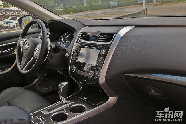 """除了大量应用超高强钢来打造""""移动安全堡垒""""外,新世代天籁还配合Zonebody区域车身结构以及6通道分散技术,构建出了UHSS超高刚性车身,可以高效地分散与吸收撞击时的冲击力,最大程度地减少乘员舱的变形,保证车内人员的安全。新世代天籁全系标配6安全气囊及VDC车辆动态控制系统,为驾乘者提供了全方位无忧防护。High-μ超高摩擦力刹车装置,则有效地提高了刹车性能,提升了新世代天籁在高速公路上行驶的安心感。   正是因为有了这样周到的被动安全防护,才让新世代天籁在安全碰撞上达"""