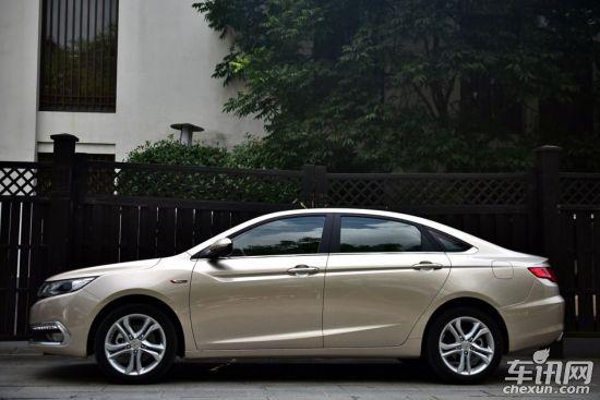 """在对帝豪GL进行静态体验的时候,我一直在想,为什么帝豪GL这款三厢车会放在帝豪GS之后上市,难道仅仅是因为SUV跨界车市场更热吗?我所能想到的答案是,吉利对于帝豪GL的重视程度更高,原因在于整个A级车市场依旧是当前中国消费者最重要的市场,每年销售出去的六百万辆A级车又是泾渭分明——自主品牌是价位最低的,中间是日系和美系,最上层则是大众的速腾、凌渡们。那么这种格局下,吉利要找到增量显然需要""""敢于向上"""",这也是为什么从一开始,吉利就告诉我们帝豪GL定位的是A"""