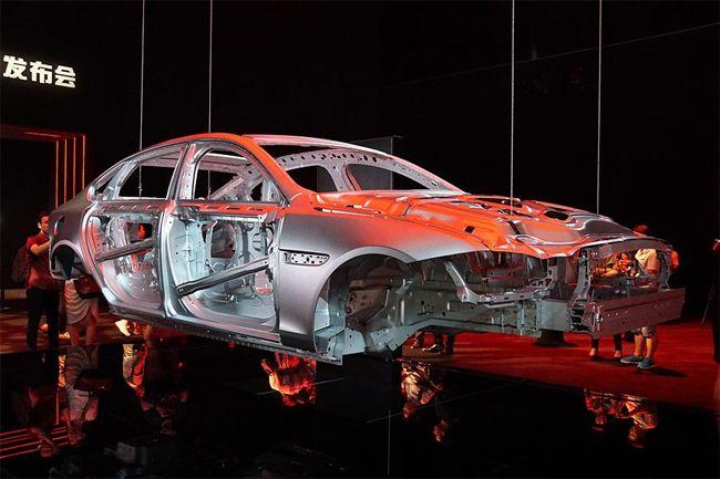 谁还说铝制车身是新技术 你可以去抽他的脸