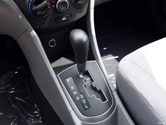 16款现代瑞纳报价新款1.4L最低配现车促销