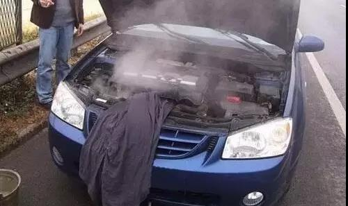 汽车驾驶?#20852;?#31665;漏水发生异常如何迅速处理