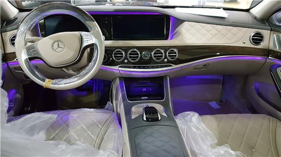 2017款奔驰迈巴赫S级在内饰方面完全采用了与奔驰S级最高的设计,