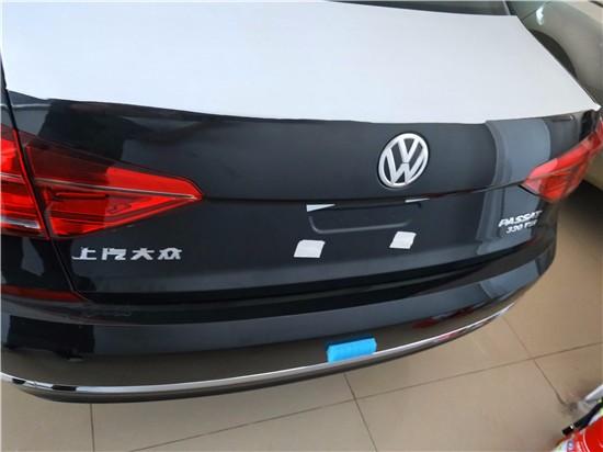 可以看到,新款帕萨特的前大灯和前格栅相较老款更加时尚,发动机高清图片