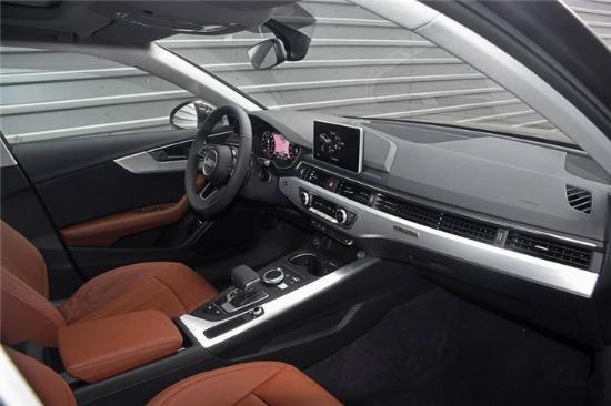 首先,2018款奥迪a4l新车采用了类似全新一代   迈腾   的贯通式前排空调出气口,流线型的设计使人在视觉上延伸了车辆的宽度,显得更加宽大舒适.