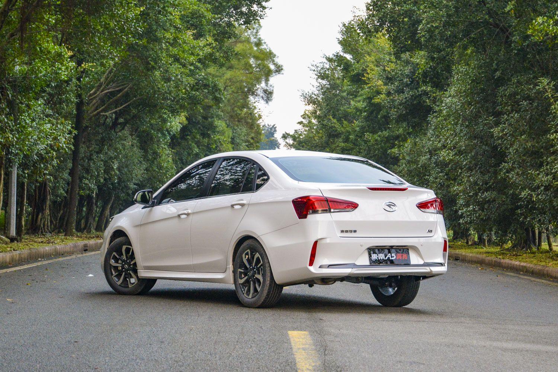 东南A5翼舞国Ⅵ版车型在葡萄架下上市 售价5.29万起