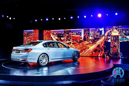 """创新""""内外兼修"""" AI君天津试驾新BMW7系"""