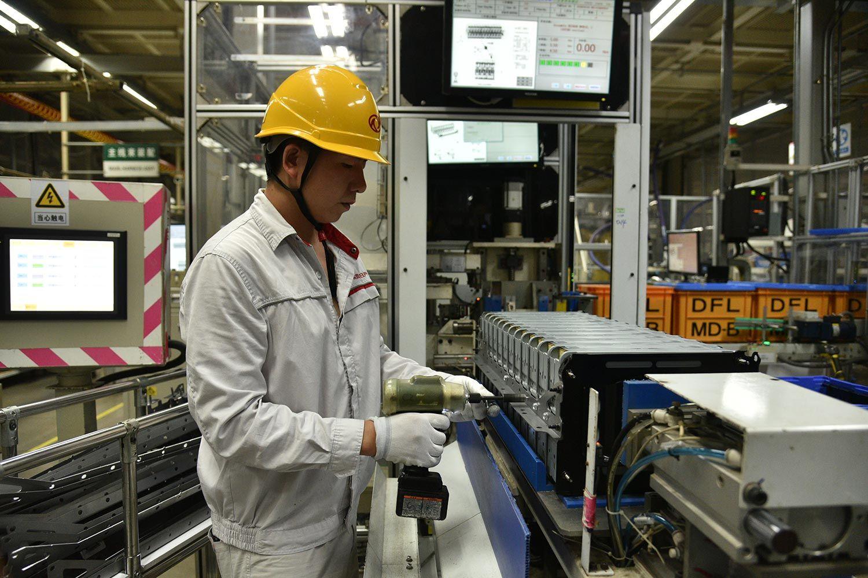 轩逸·纯电全自动电池生产线参观见闻