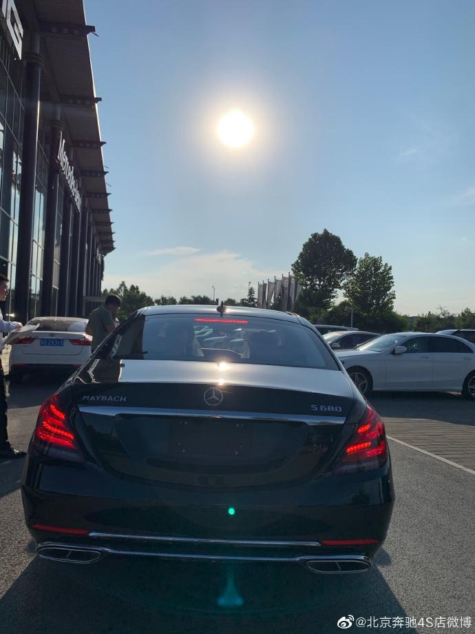 驰骋英姿 2020款进口奔跑迈巴赫S450 S560