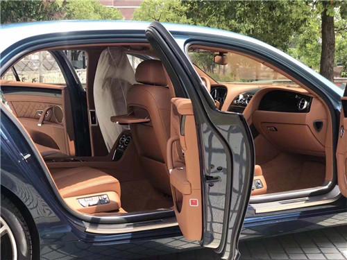 2019款宾利飞驰V8S 地津港最低售价220万