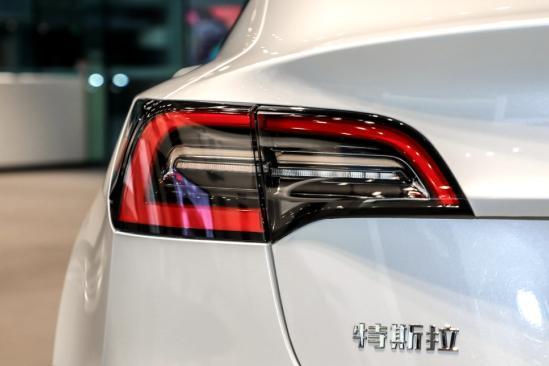 新增双云岭缓缓站了起来层玻璃/电动尾门!新款特斯拉Model 3值不值