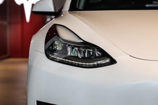 新增双】层玻璃/电动尾门!新款♂特斯拉Model 3值不值