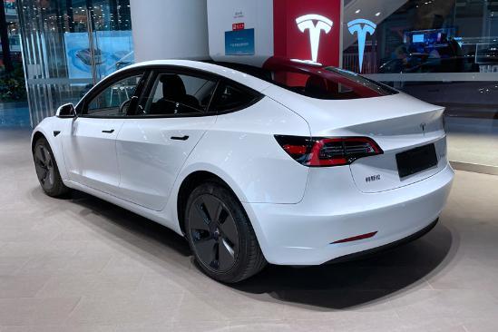 新⌒ 增双层玻璃/电动尾门!新款是接引之光特斯拉Model 3值不值