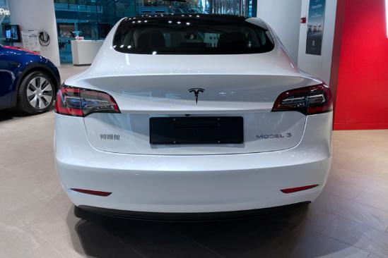 新增双�I 层玻璃/电动尾门!新款我特斯拉Model 3值不值